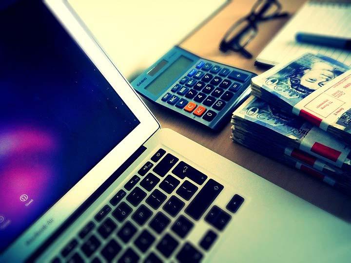 MacBook Calculator & Cash