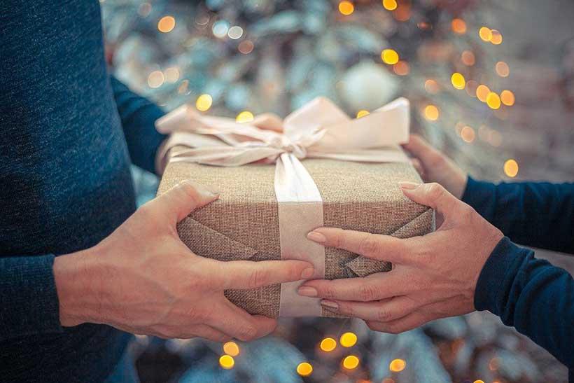 Giving Gift to Boyfriend